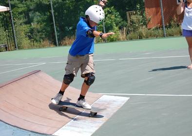 boy-skatboarding-02