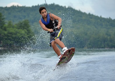boy-waterski