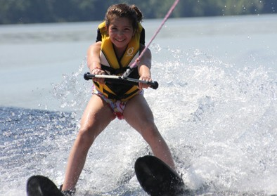 girl-waterski