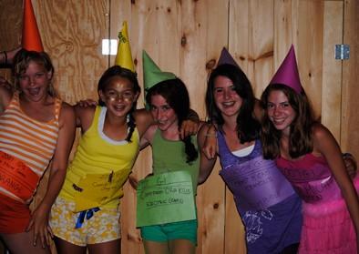 girls-crayons