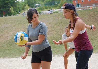 girls-volleyball-instruction